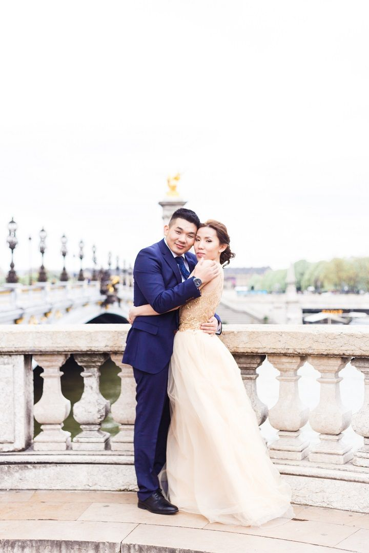 Romantic Springtime Pre Wedding in Paris Full of Cherry Blossoms | fabmood.com #wedding #spring #engagementsession #parisengagement #cherryblossom #engaged #weddingphotos #springwedding