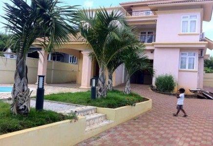 Location Villa F5 Avec Piscine Et Jardin Arboré à Flic_en_Flac Ile Maurice