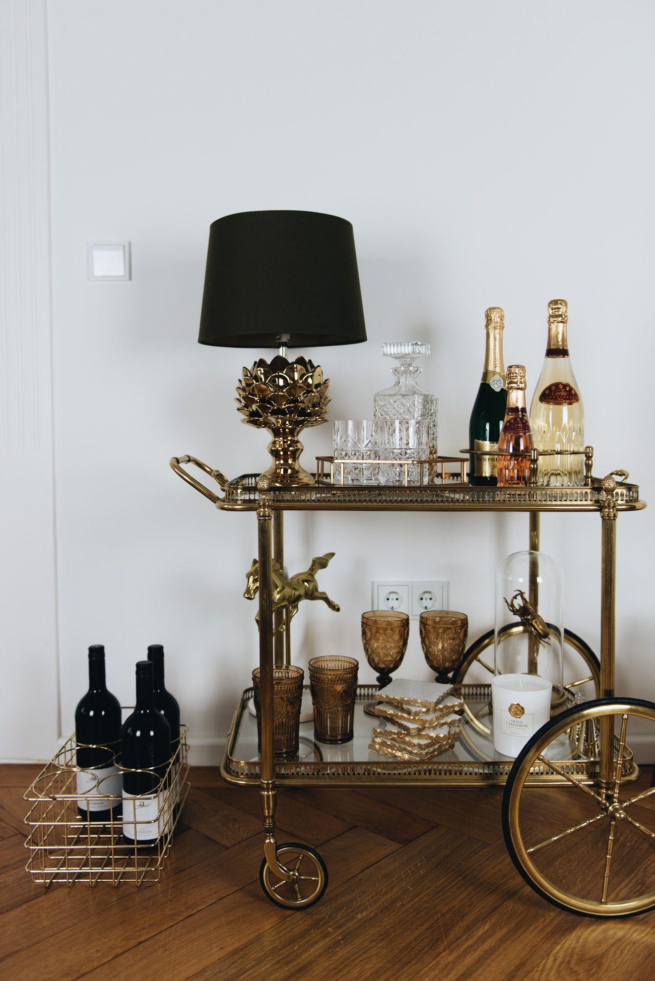 Interior: Goldene Wohnaccessoires | Interiors, Bar carts and Bar