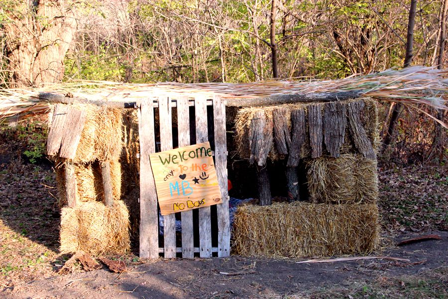 Straw Bale Fort Diy Fort Gardening For Kids Build A Fort