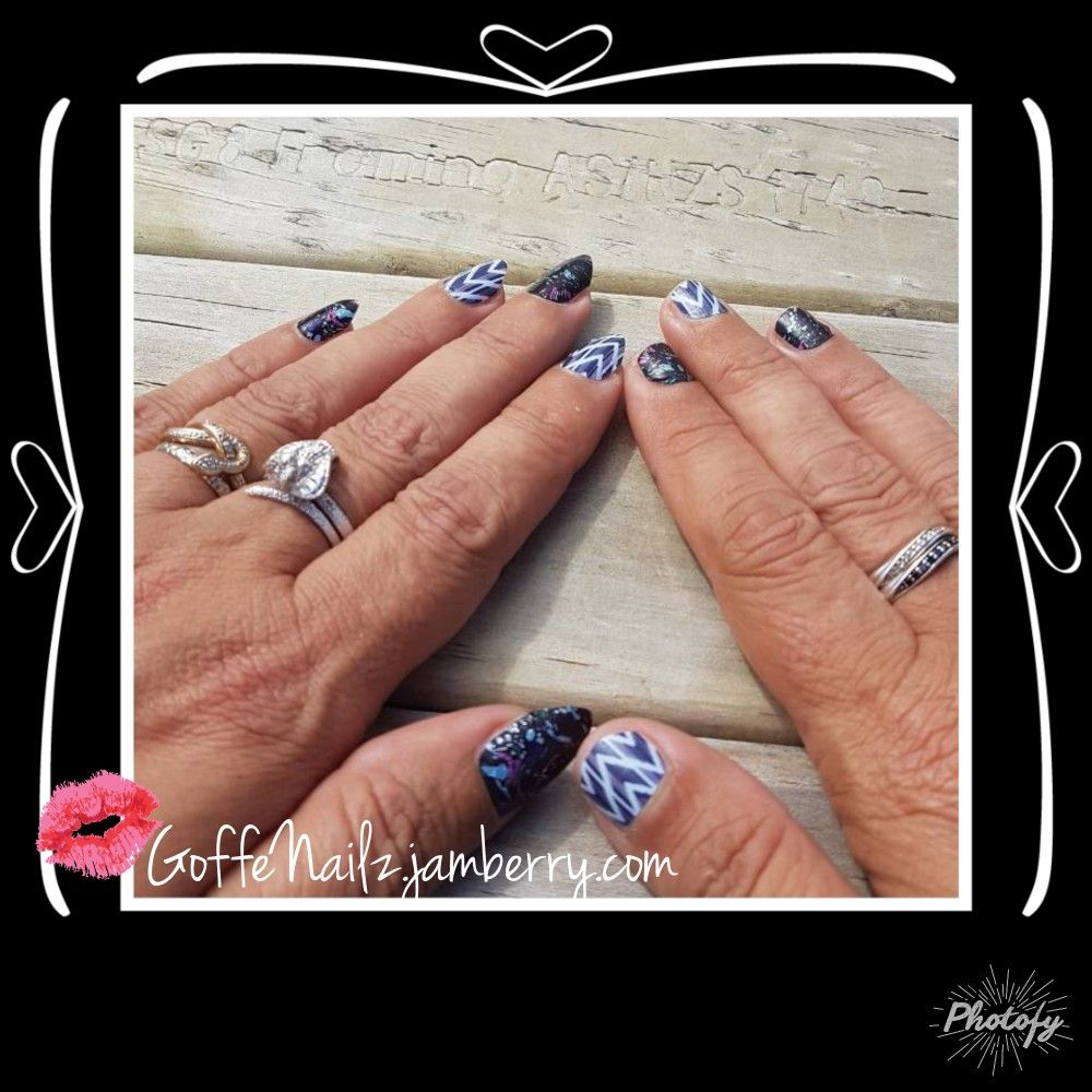 Nightscape Nauticalnavy One Hand Long Nails One Hand Short Nails Found In The Ggg Going To Miss These I Really Like T Long Nails Short Nails Class Ring