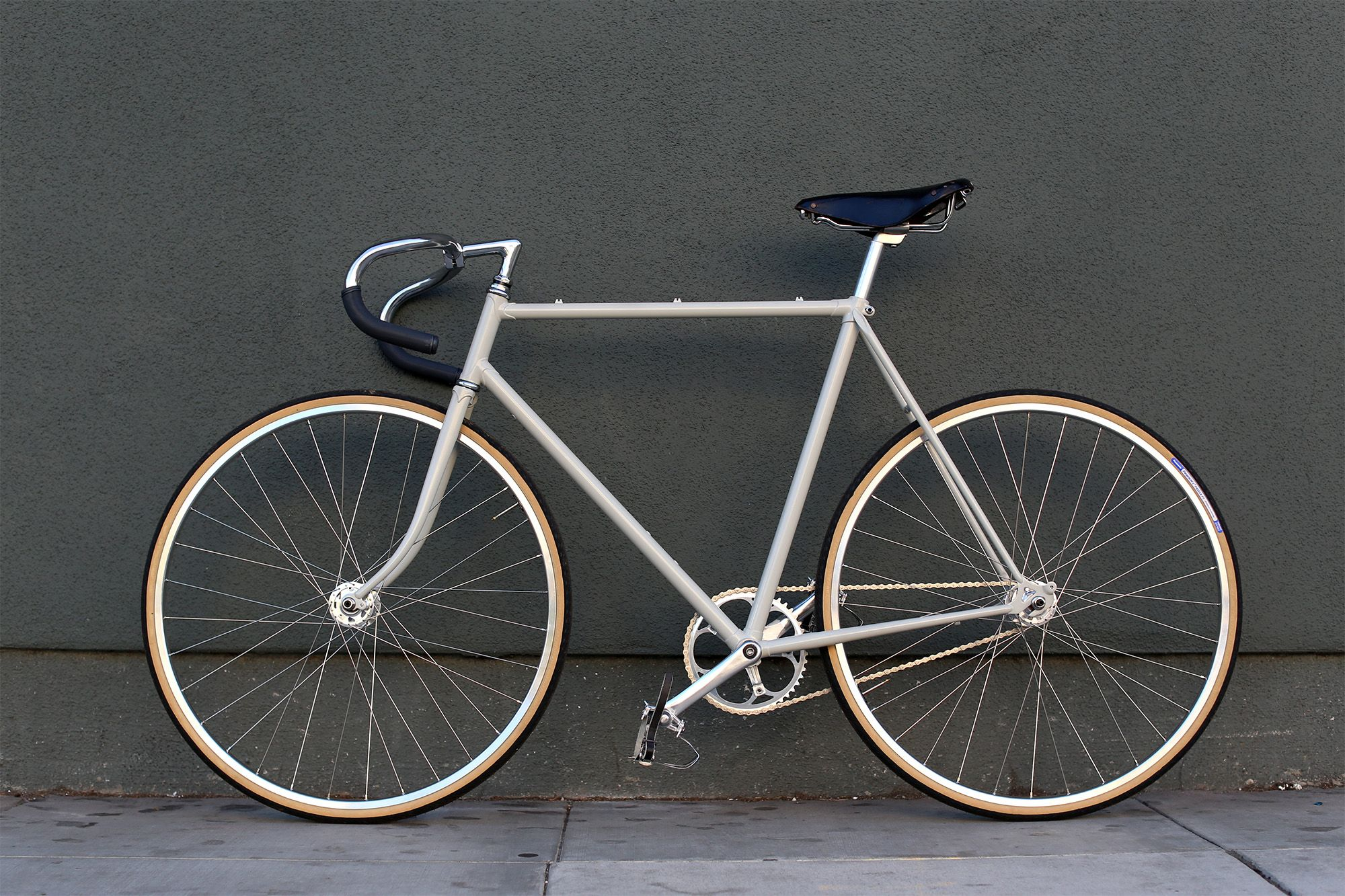 For Sale Inspired By Italian Track Bikes This Build Features A High Quality Lugged Vintage Japanese Road Frame Combined With Modern Track Compone Singlespeeder
