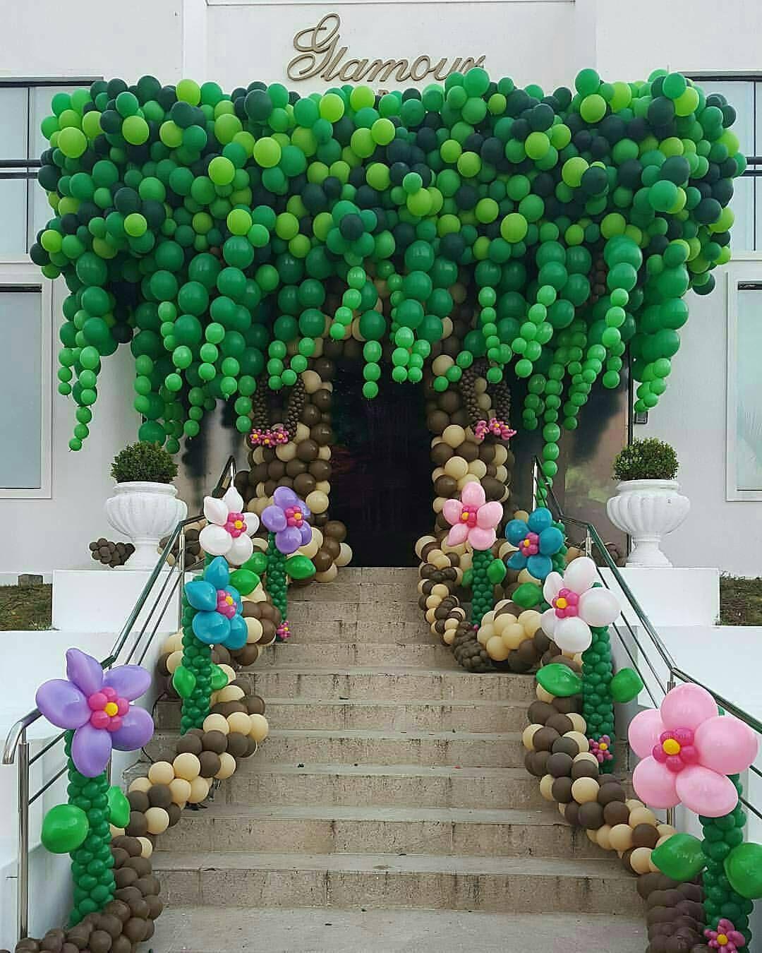 4ed3333dc00 Olha que linda essa entrada com escultura de balões 💖 Via   inspirandosuafesta Daquela paixão por balões.... Voltou com tudo!! E…