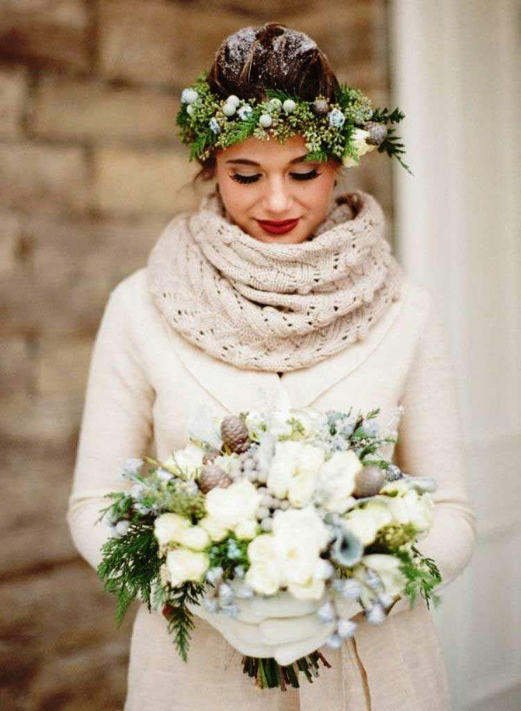 Zur Hochzeit im Winter einen gestrickten Schal tragen ...