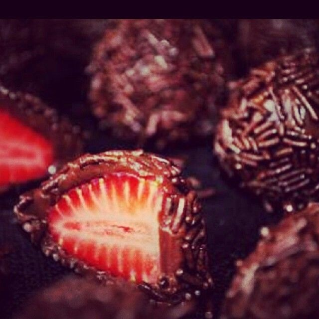 Choccolate Strawberry...looks yummy and easy to make... i hope