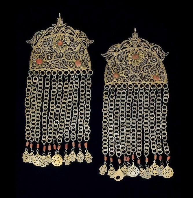 Tunisia - temple ornaments worn by Djerba women - Silver-gilt, featuring filigree work, and corals. Quai Branly collection, Paris.
