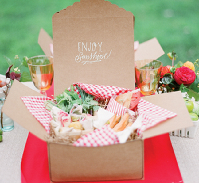 Box Lunch With Gingham Napkin Liner