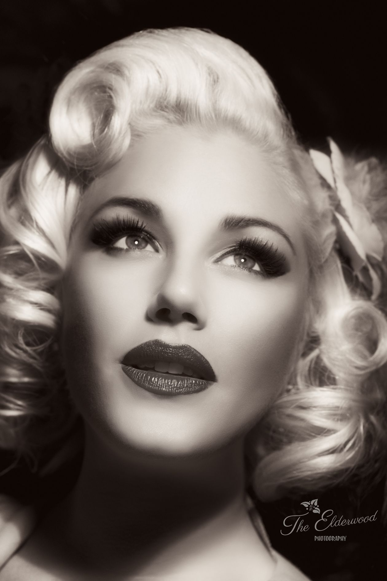 Classic glamor girl look pin up hair and makeup marilyn monroe