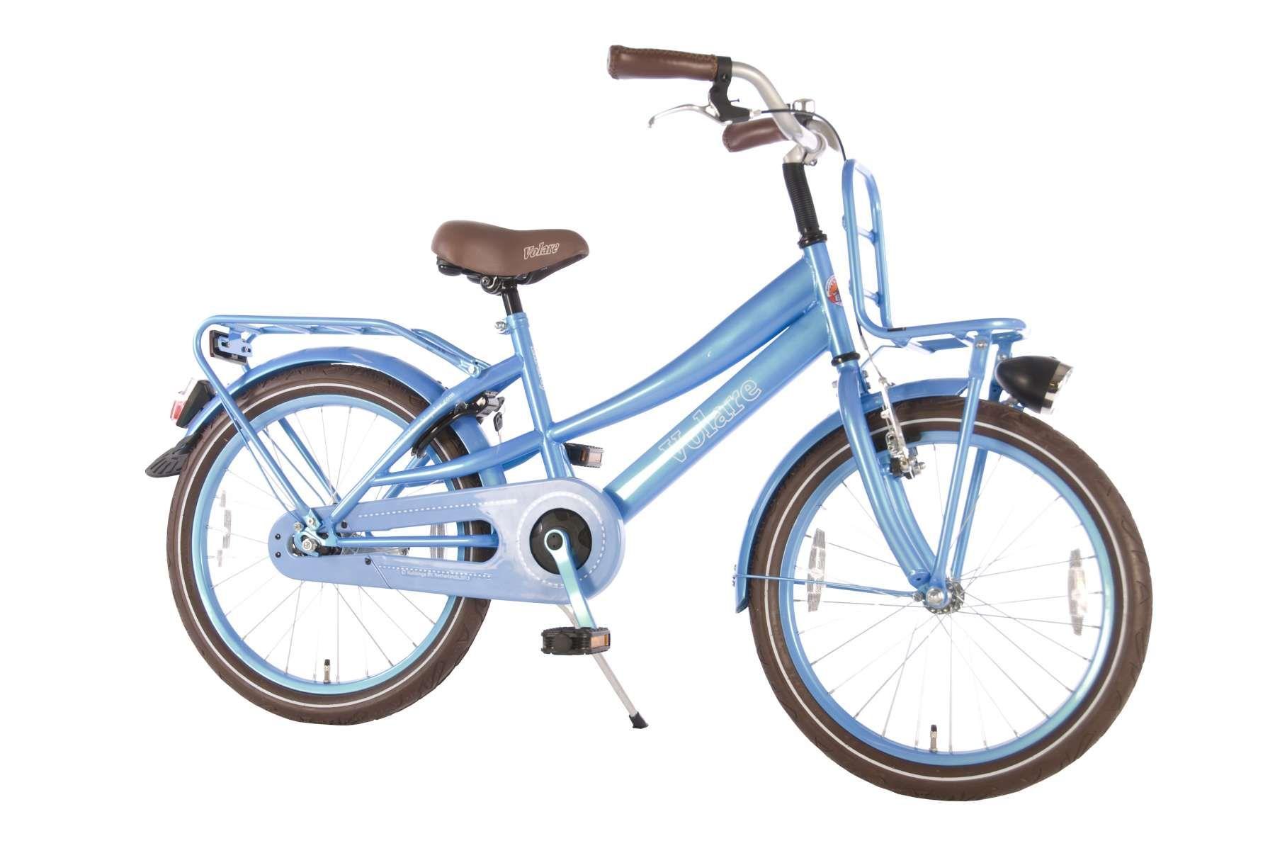 De Liberty Urban is werkelijk een super mooie blauwe meidenfiets. Modern, stevig en schitterend mooi. De liberty Urban heeft kunstlederen bruine handgrepen, bruin luxe zadel, extra brede bruine banden. Voordrager en bagagedrager. Batterijverlichting voor en achter. Slot en standaard. Oftewel een goede keuze. De kleur blauw is een hele mooie zachte metallic blauwe kleur. Ook verkrijgbaar in roze-rood metallic.