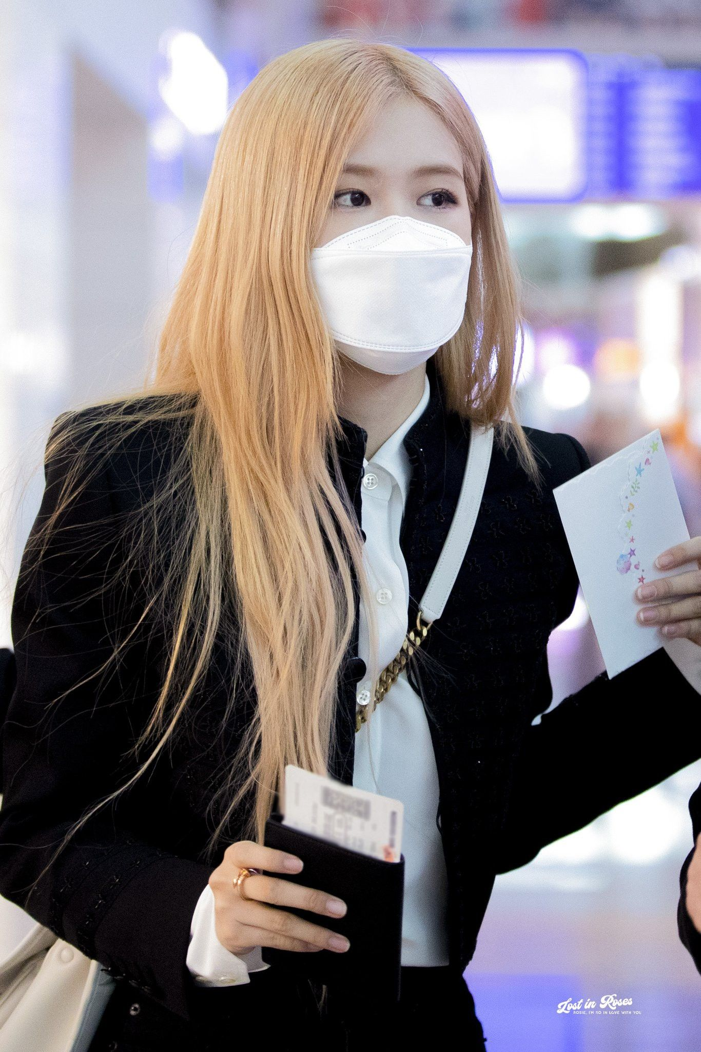 Pin on Rose Blackpink Airport Style