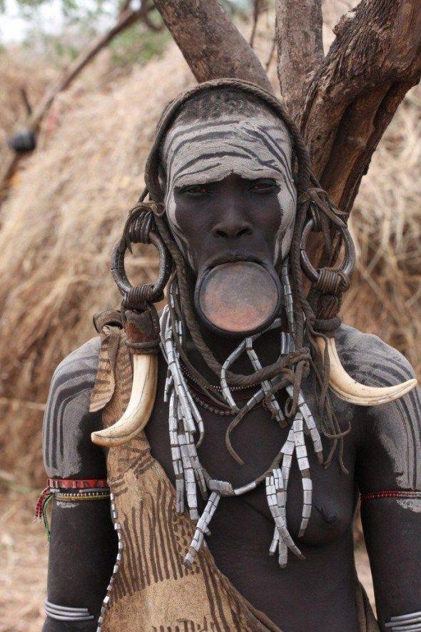 portrait femme plateau, ethiopie, tribu des mursis