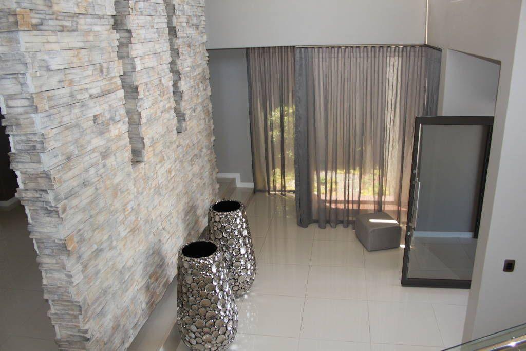 fotos de pasillo hall y escaleras de estilo de inside out interiors paredes de