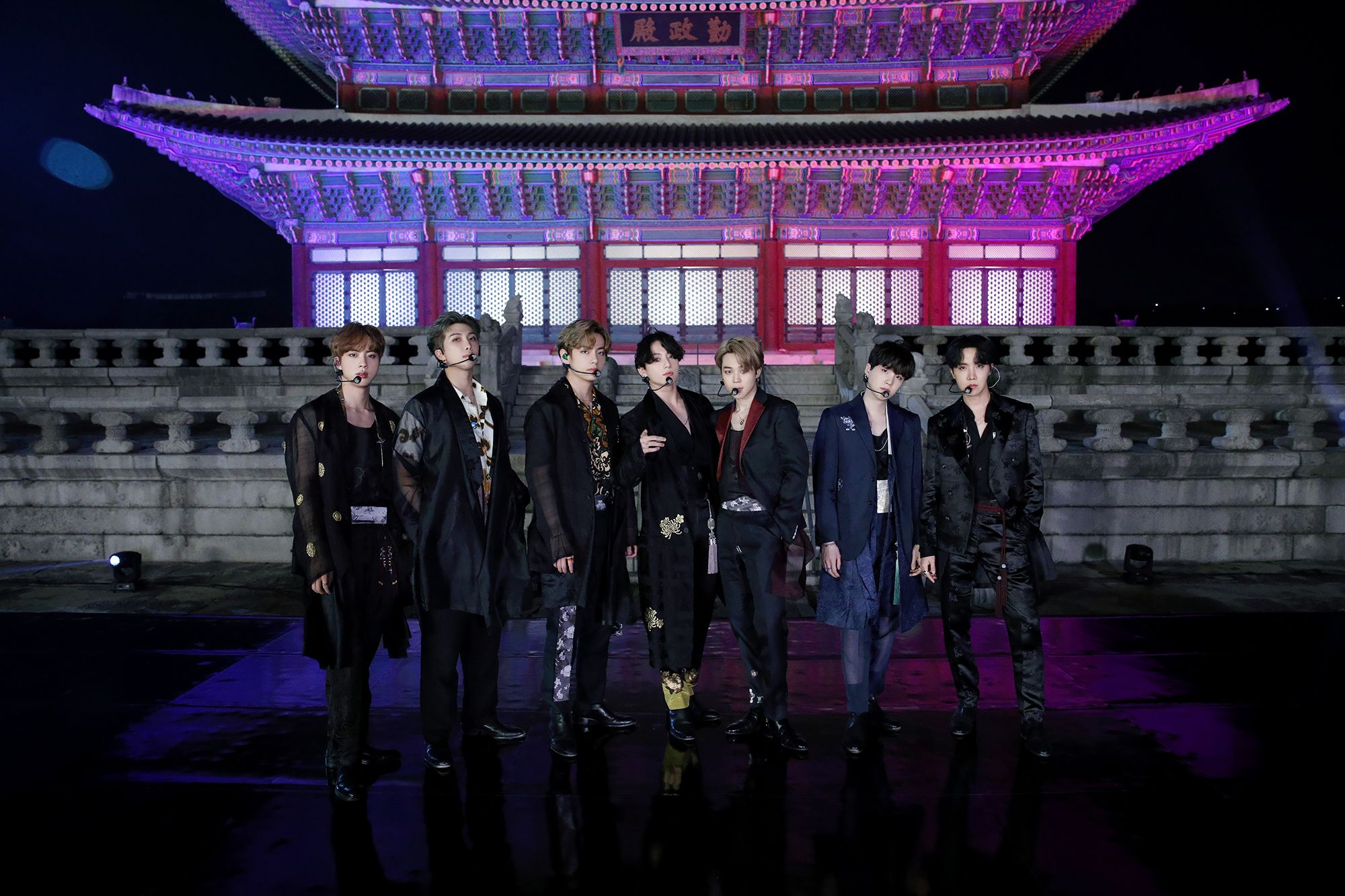 Kpopherald On Twitter Bts Twt Dancing To Idol At The Backdrop Of Korea S Royal Gyeongbok Palace For Fallontonight Was Just Bts Pictures Tonight Show Bts