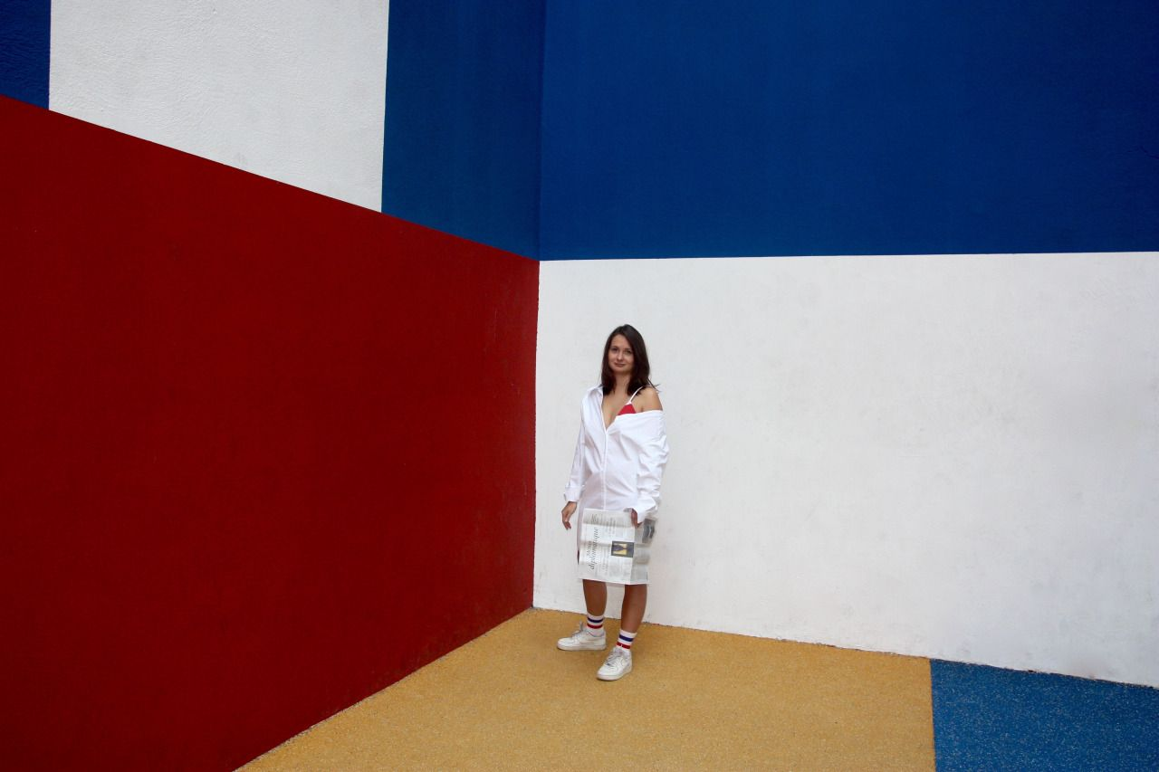 IN COLOR WE TRUST  Model - Irina Stylisme/Photo - Camille Olivieri  Robe Jacquemus / Baskets Nike Air Force 1 / Chaussettes Asos / Le Monde Diplomatique