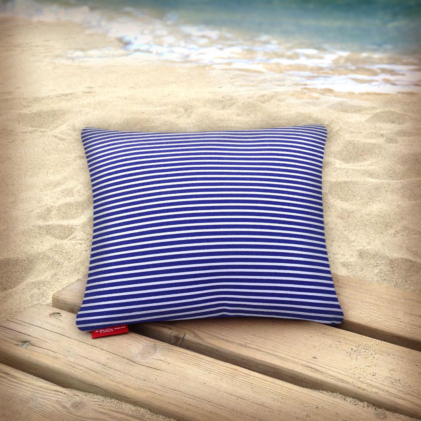 Cojín de lycra, con el interior de perlas de porexpan, ideal para la playa o la piscina. (Modelo Marinero)