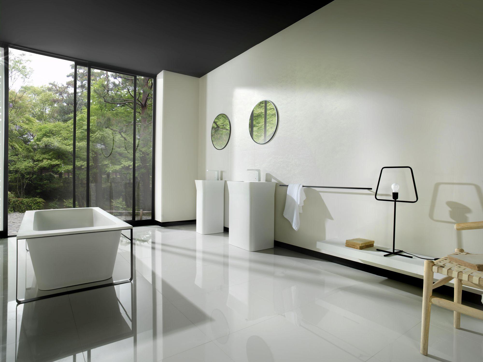Van Systeem-pool. Prachtig strakke badkamer met zwarte omlijstingen ...