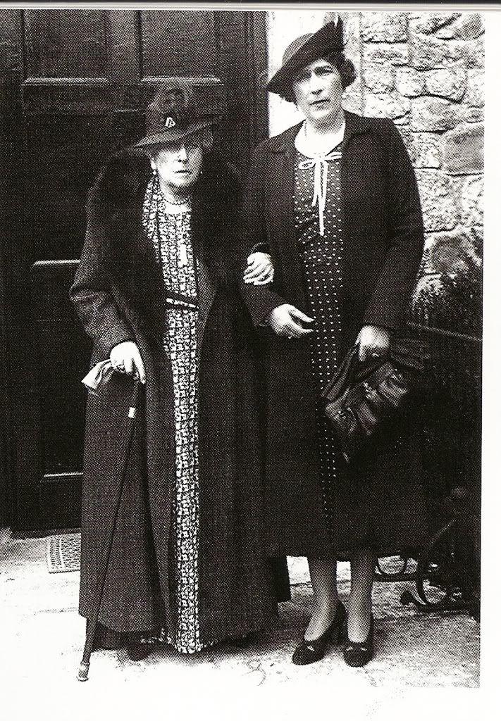 Ena with her mother Queen victoria children, Queen