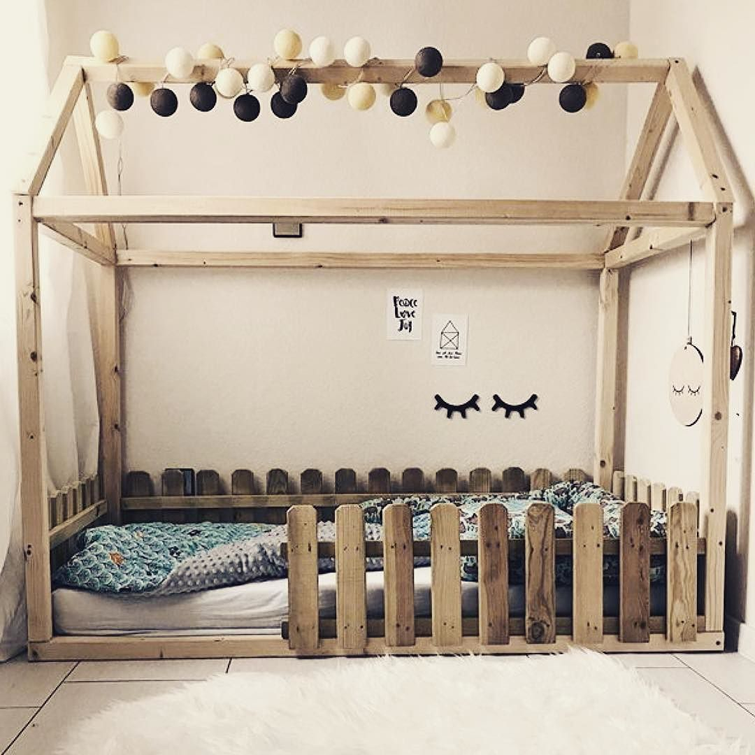 wundervolles kinderbett der lieben herzmelodieee geschm ckt mit unserer good moods lichterkette. Black Bedroom Furniture Sets. Home Design Ideas