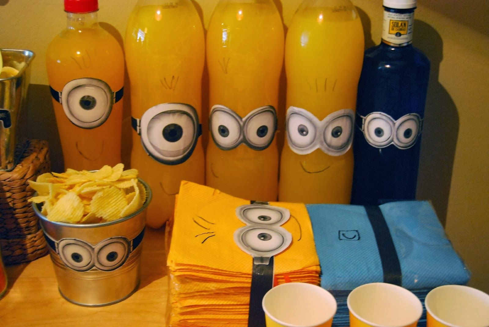 minions kindergeburtstag deko die besten partyideen privat pinterest faschingskost me. Black Bedroom Furniture Sets. Home Design Ideas