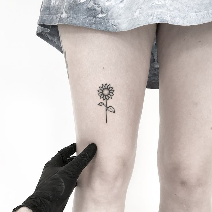 50 Minimalist Hand Poke Tattoo Designs by Pokeeeeeeeoh
