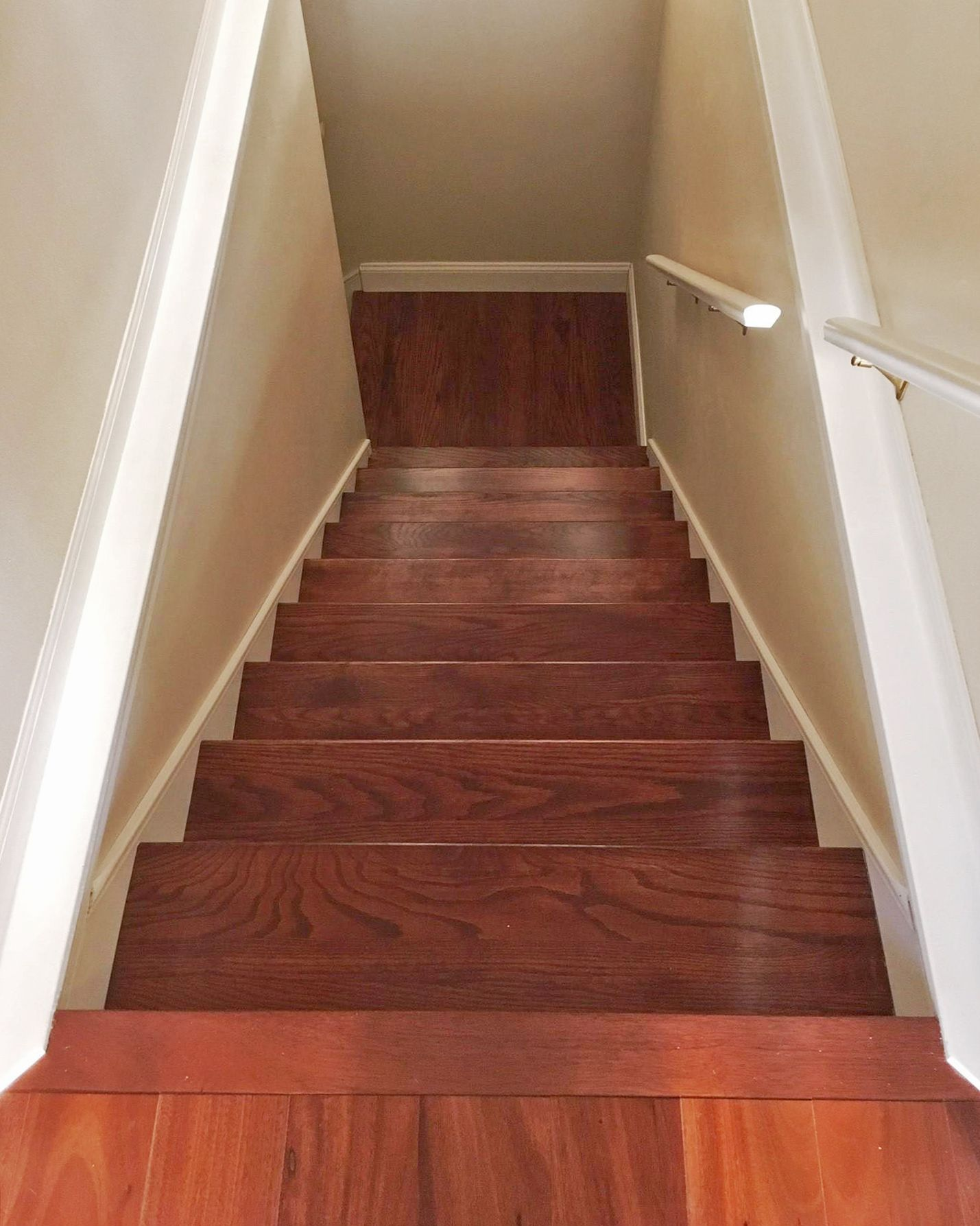 Best Red Oak Stair Tread In 2020 Oak Stairs Red Oak Wood Stairs 640 x 480