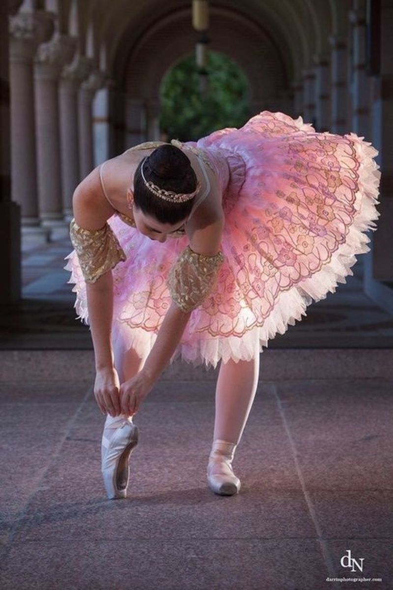 Ballet Costumes with Long Sleeve V-Neck and Bow Design