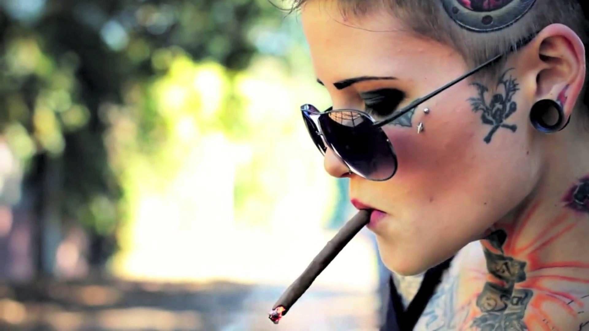 Skater Tattooed Girl - sk8 - YouTube