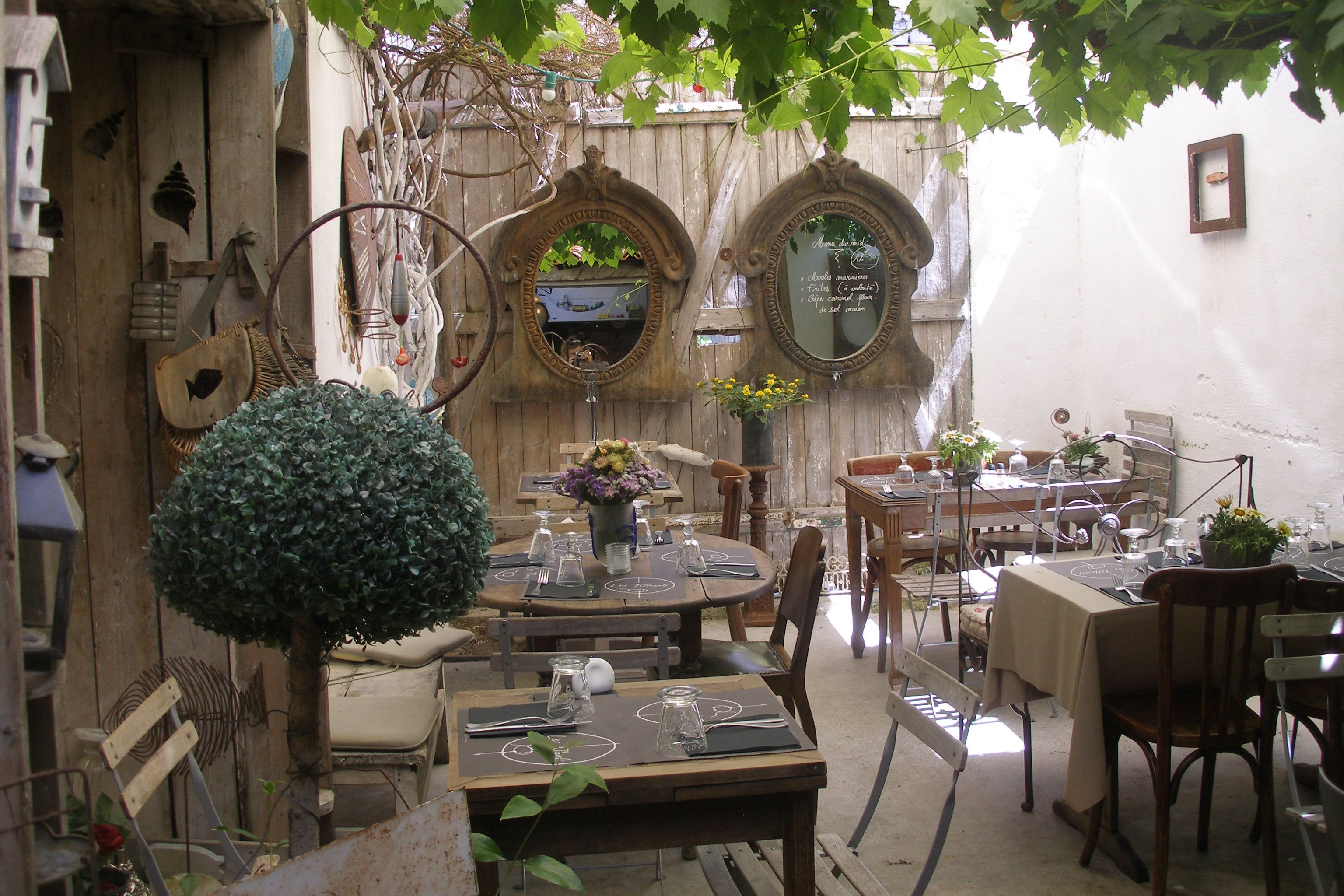 Les tilleuls ile de r france cafes to linger in pinterest cafes re - Decoration ile de re ...