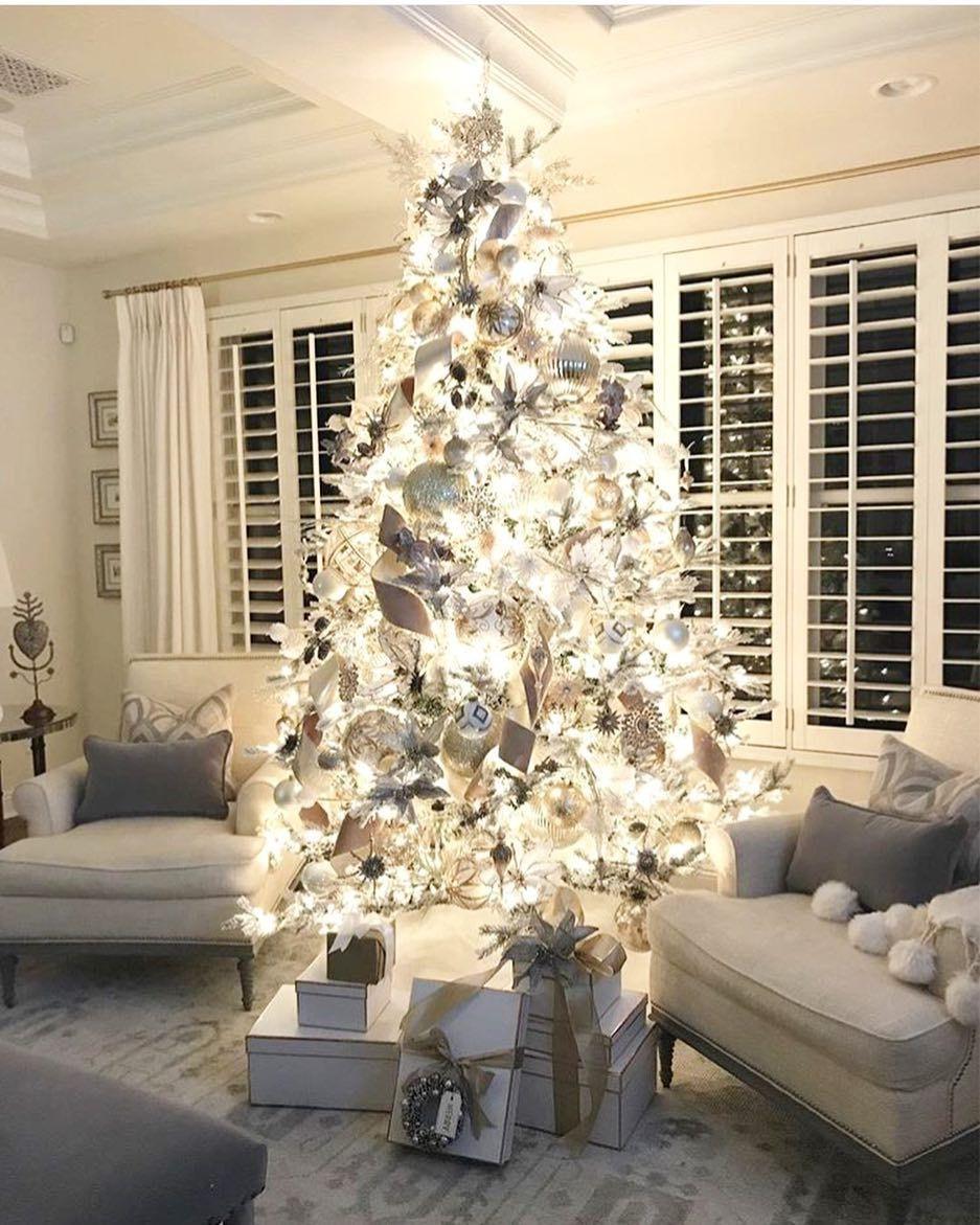 What a beautiful tree #shabbystore @randigarrettdesign www ...