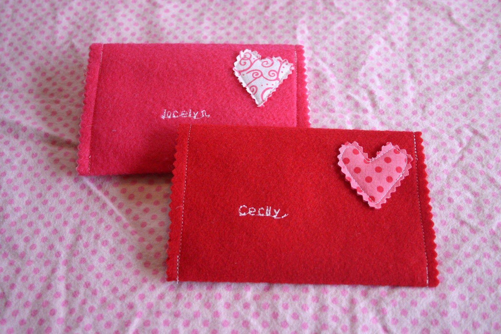 I Ve Seen A Few Version Of Felt Envelopes Floating Around Blogland So I Thought I D Try To Make My Own Jocelyn S P Valentines Envelopes Felt Envelope Envelope