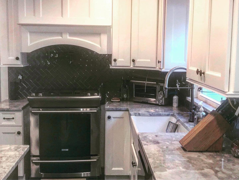 Wood Hood Black And White Kitchen Monroe Ny Kitchen And Bath Design Kitchen White Kitchen
