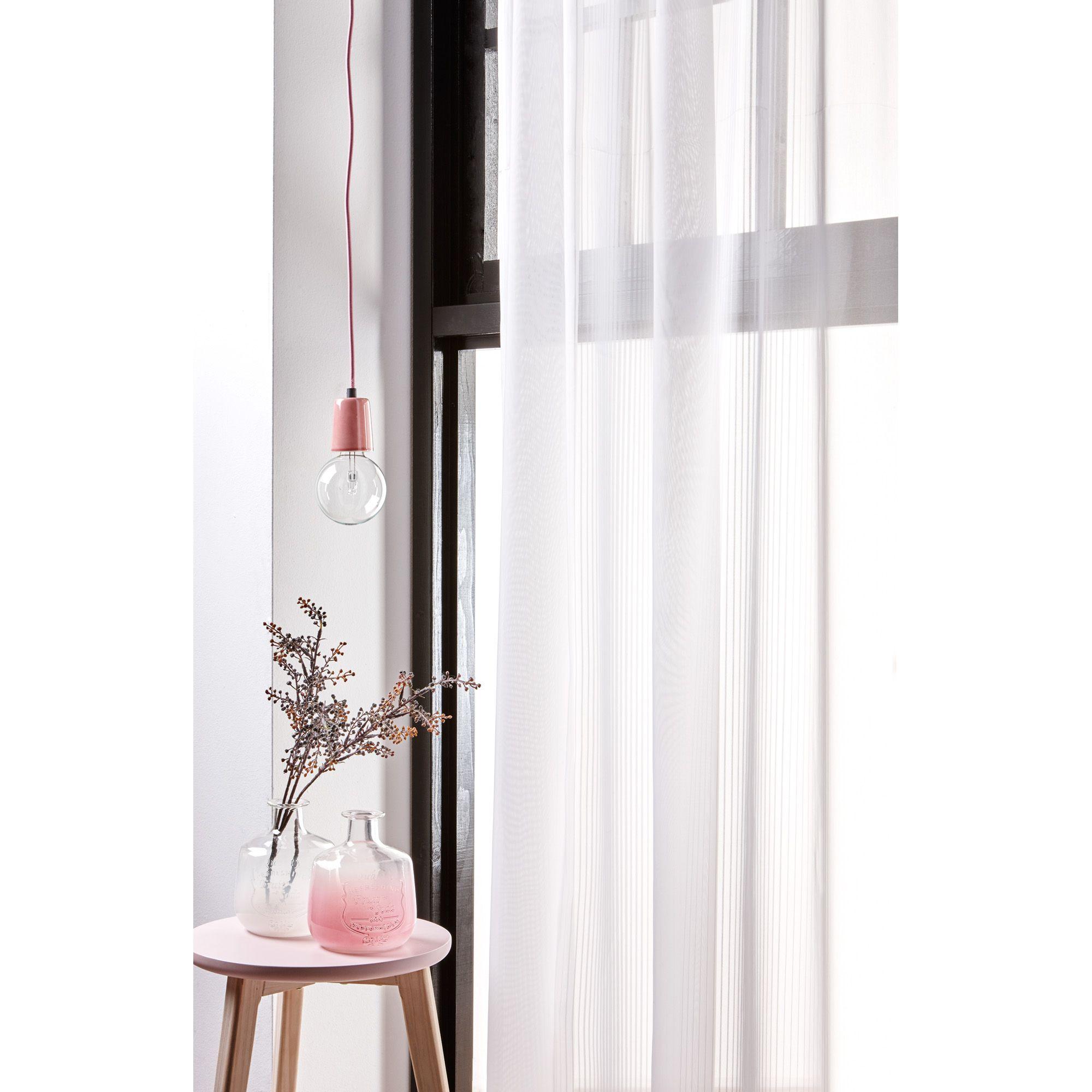 door lichte raamdecoratie te combineren met pasteltinten oogt je interieur lekker licht dat is wel