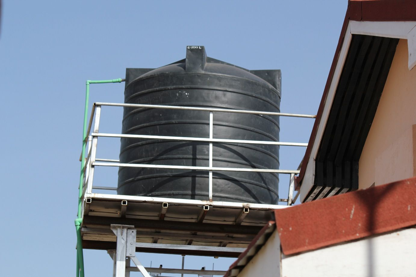 10 000 L Water Tank For Storing Water For Residential Use In Nairobi Water Is Either Piped Into The Tanks From T Storing Water Water Tank Water Storage Tanks