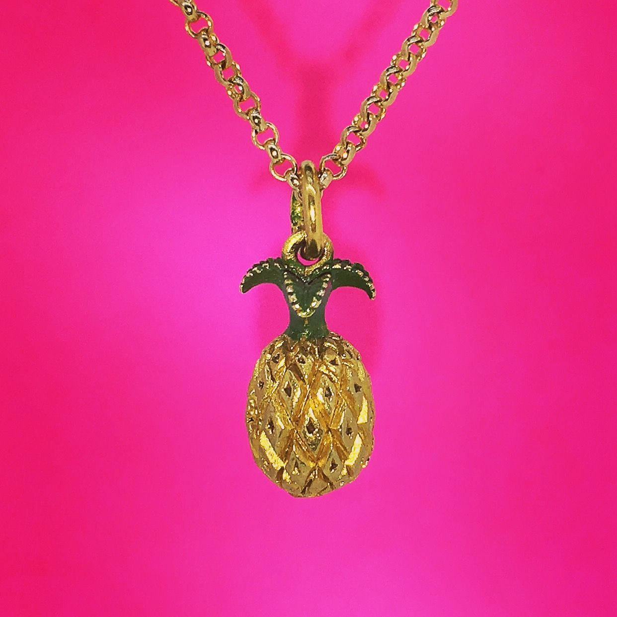 It's Friday!! Here is a solid 9ct gold pineapple 🍍 pendant for your pleasure. Have a good weekend. For even the most unusual gift requests just contact us.  www.robinsmoore.co.uk