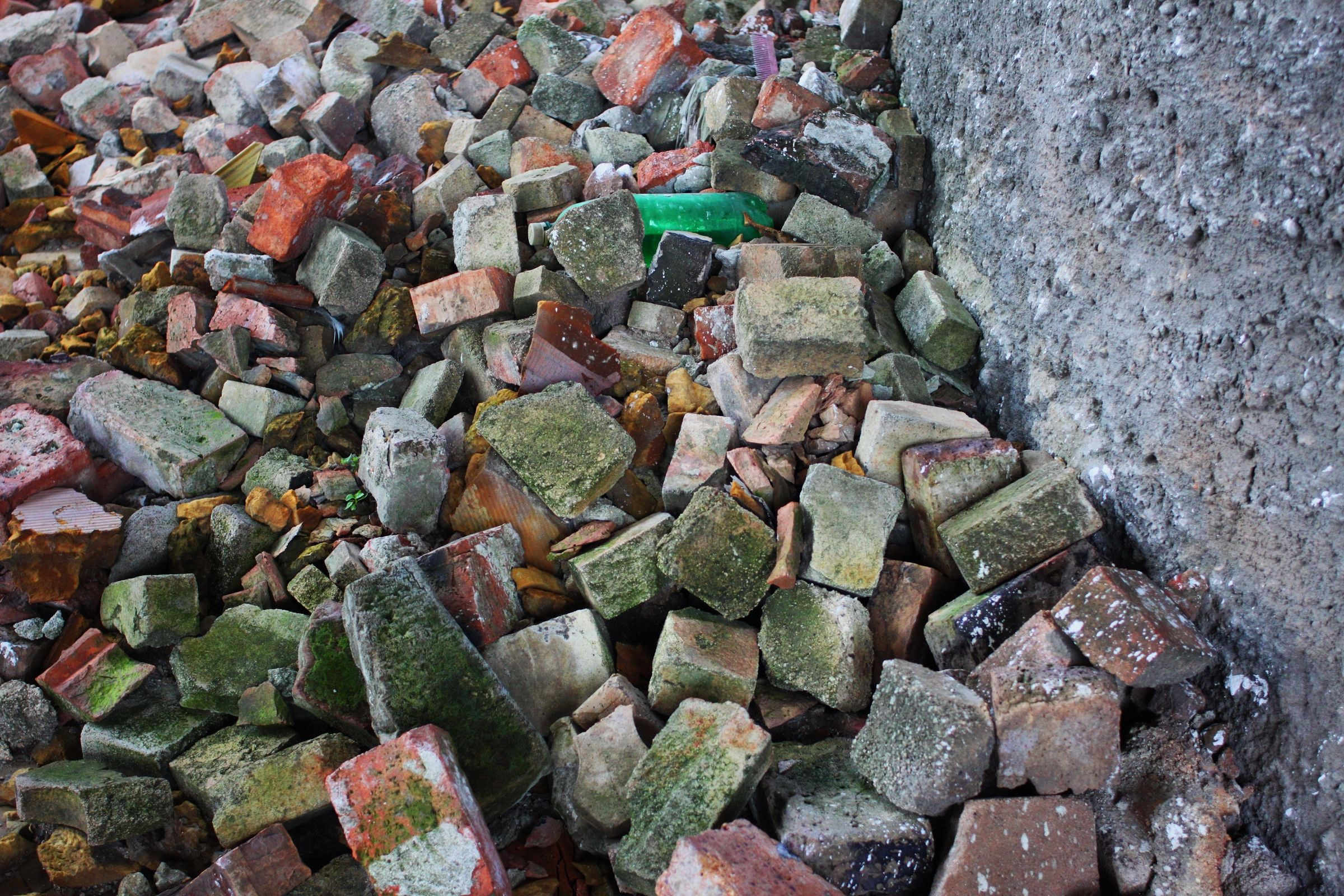coloured stones (Photo by Péter Dóka)