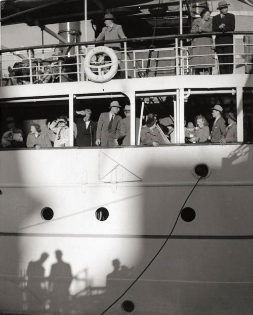 Dirk de Herder, Shadow of departure, Rotterdam, 1937