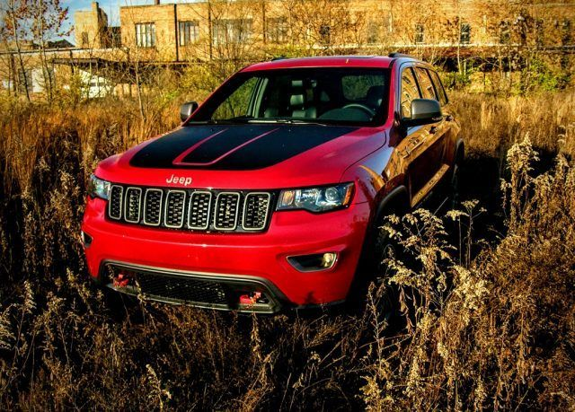 The Jeep Grand Cherokee Trailhawk Offers Off Roading Fit For Royalty Jeep Grand Cherokee Jeep