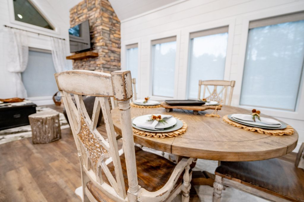 Brand New! Snuggle Inn to Rustic Chic Luxury 1 Bedroom