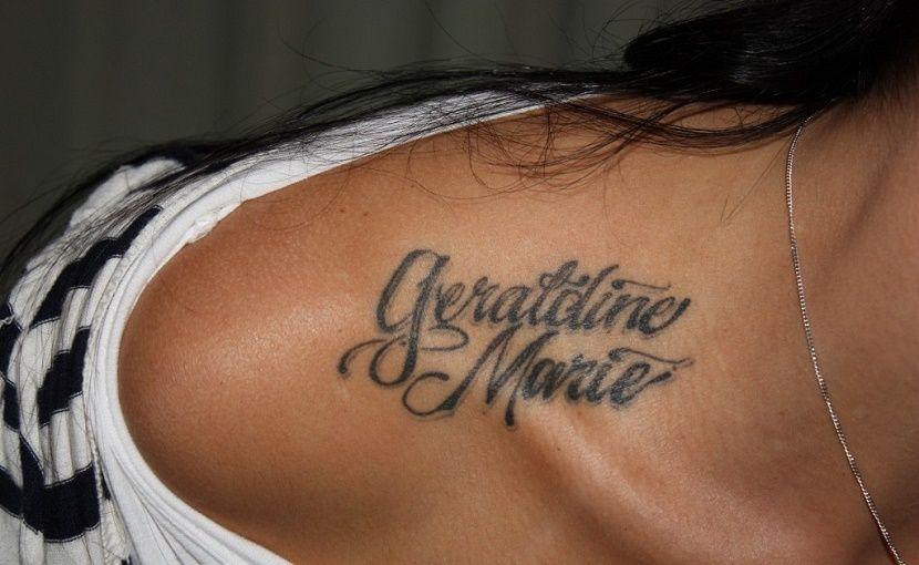 Tatuajes De Nombres En El Hombro Tatuajes De Nombres Tatuajes De Hueso Tatuajes En Clavicula