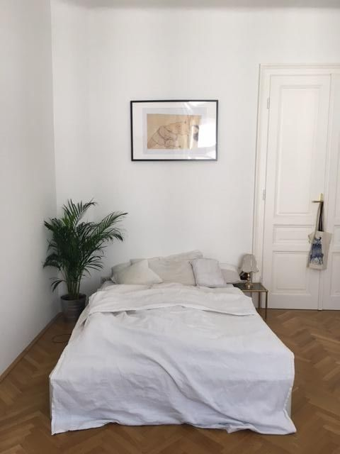 Wunderschönes, einfach eingerichtetes Schlafzimmer! Das viele Weiß - schlafzimmer einrichtung nachttischlampe