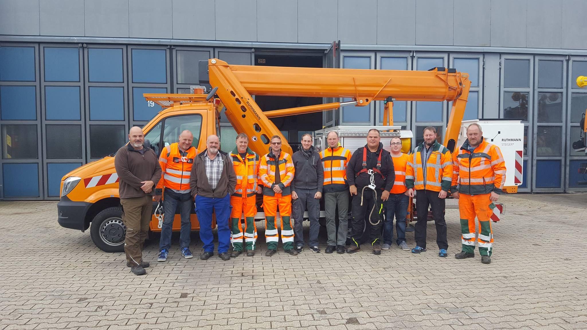 Pfk Inhouse Schulung Strassenmeisterei Blankenheim Erfolgreiche Abschlusse Fur Die Grundausbildungen Baumaschinenfuhrer D Arbeitsbuhne Ladungssicherung Kran