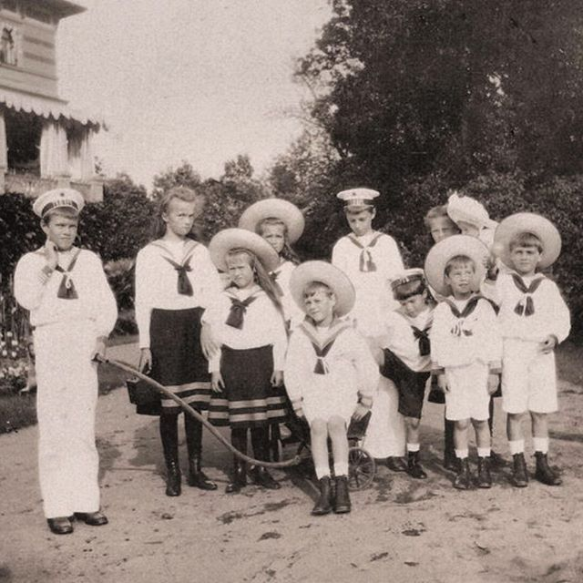 Olga, Anastasia, Maria, Alexei, and Tatiana with their cousins (Xenia Alexandrovna's children) #russian #grandduchesses #olga #anastasia #maria #and #tatiana #romanov #tsarevich #alexei #beautiful #family #russianbeauty #adorable #gorgeous #picture #of #them #in #1908 #imperial #russia #history #russianroyalty