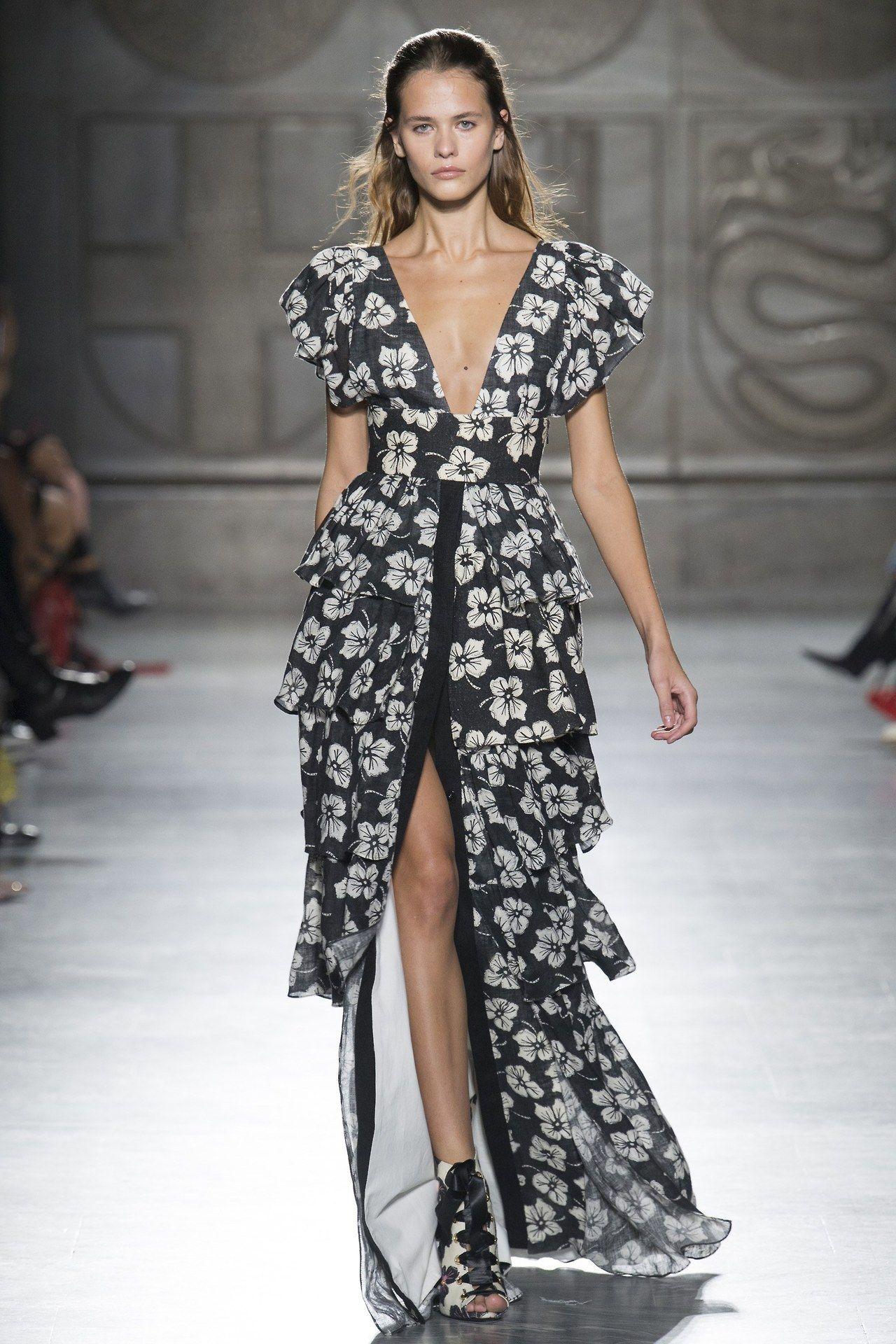 Fausto Puglisiat Milan Fashion Week Spring 2018 Settimana Della Moda Di  Milano 1272c537f34