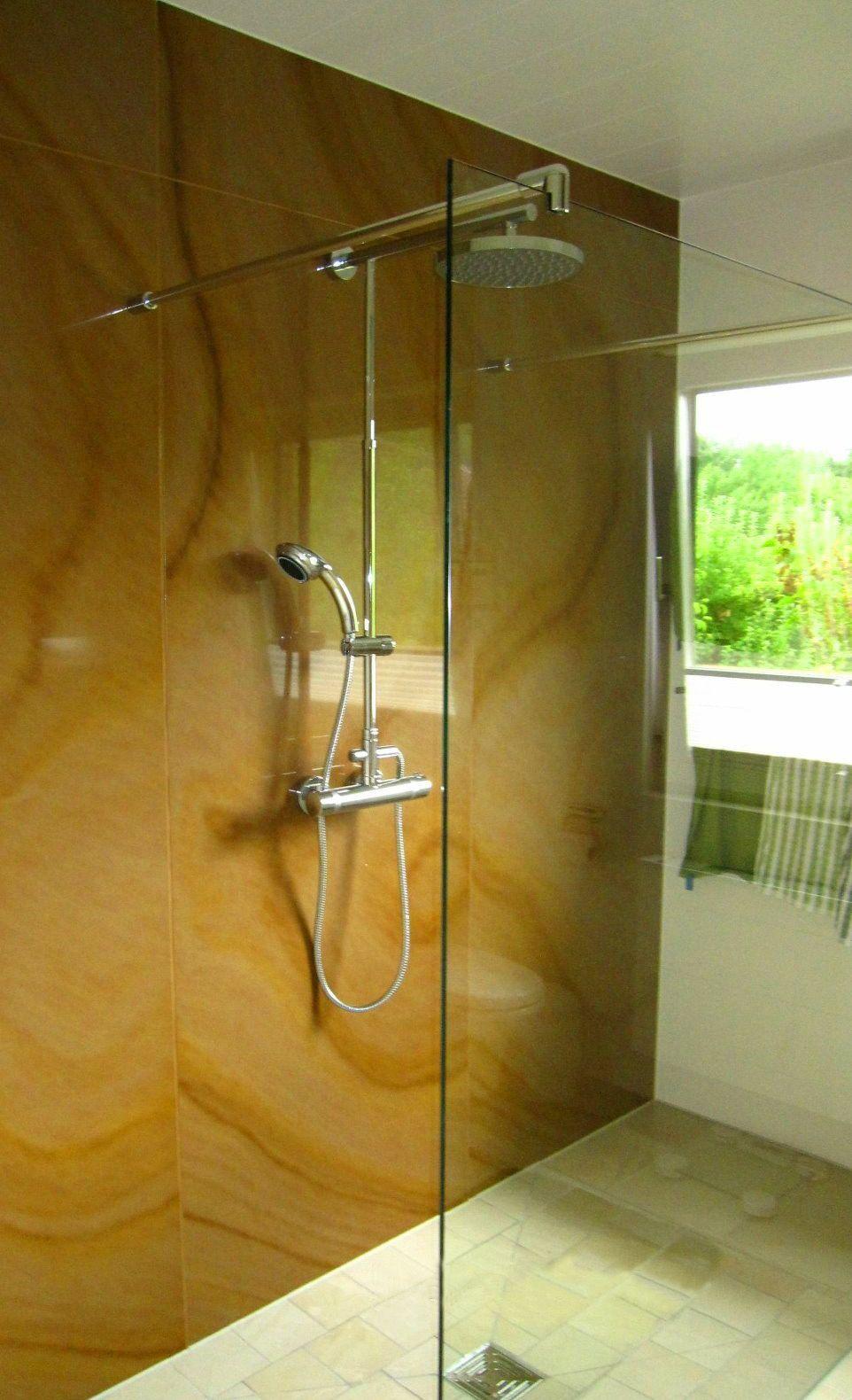casafloor- natursteinsystem als walk-in dusche. hier reicht der