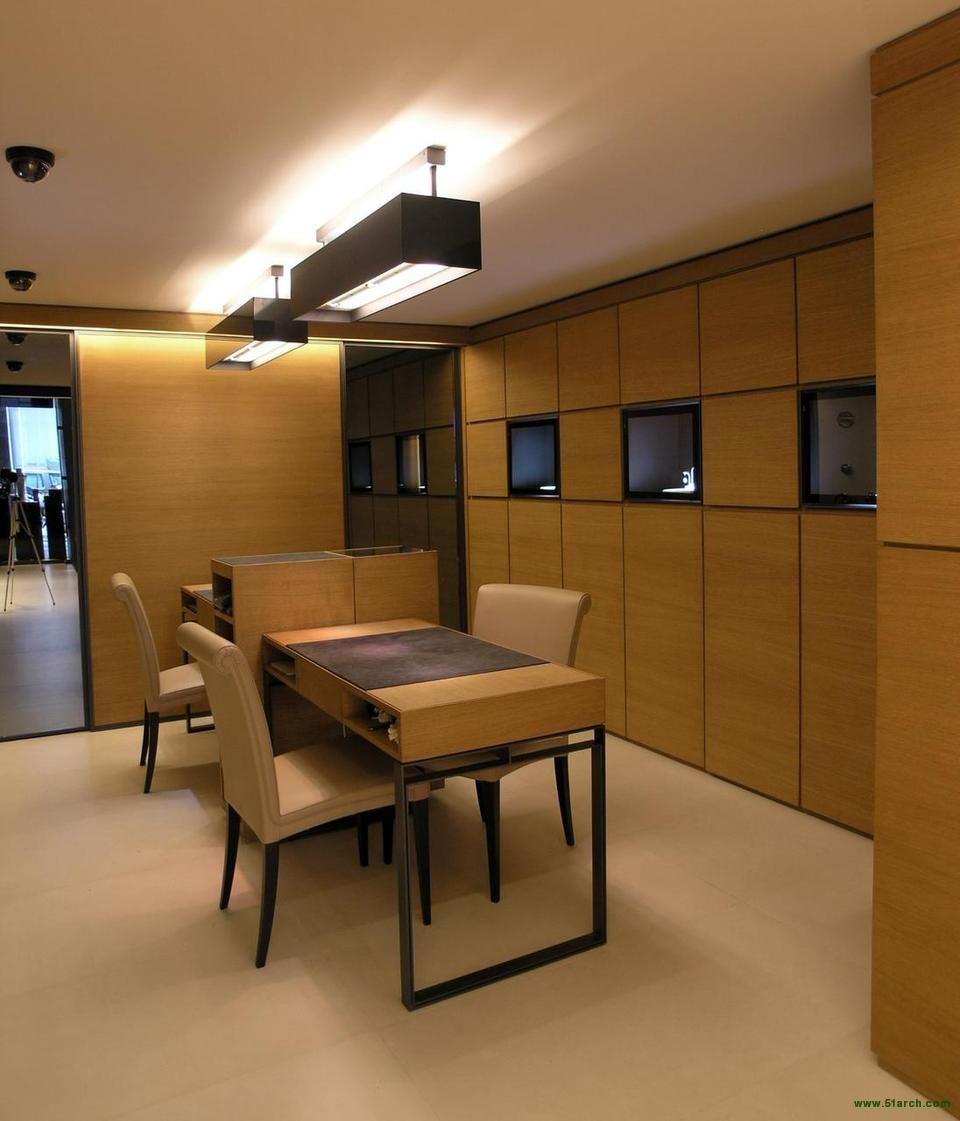 Diego Bortolato Architetto designed the 'Spallanzani Jewelry Shop' in Milano, Italy. http://en.51arch.com/2014/01/a3042-spallanzani-jewelry-shop/