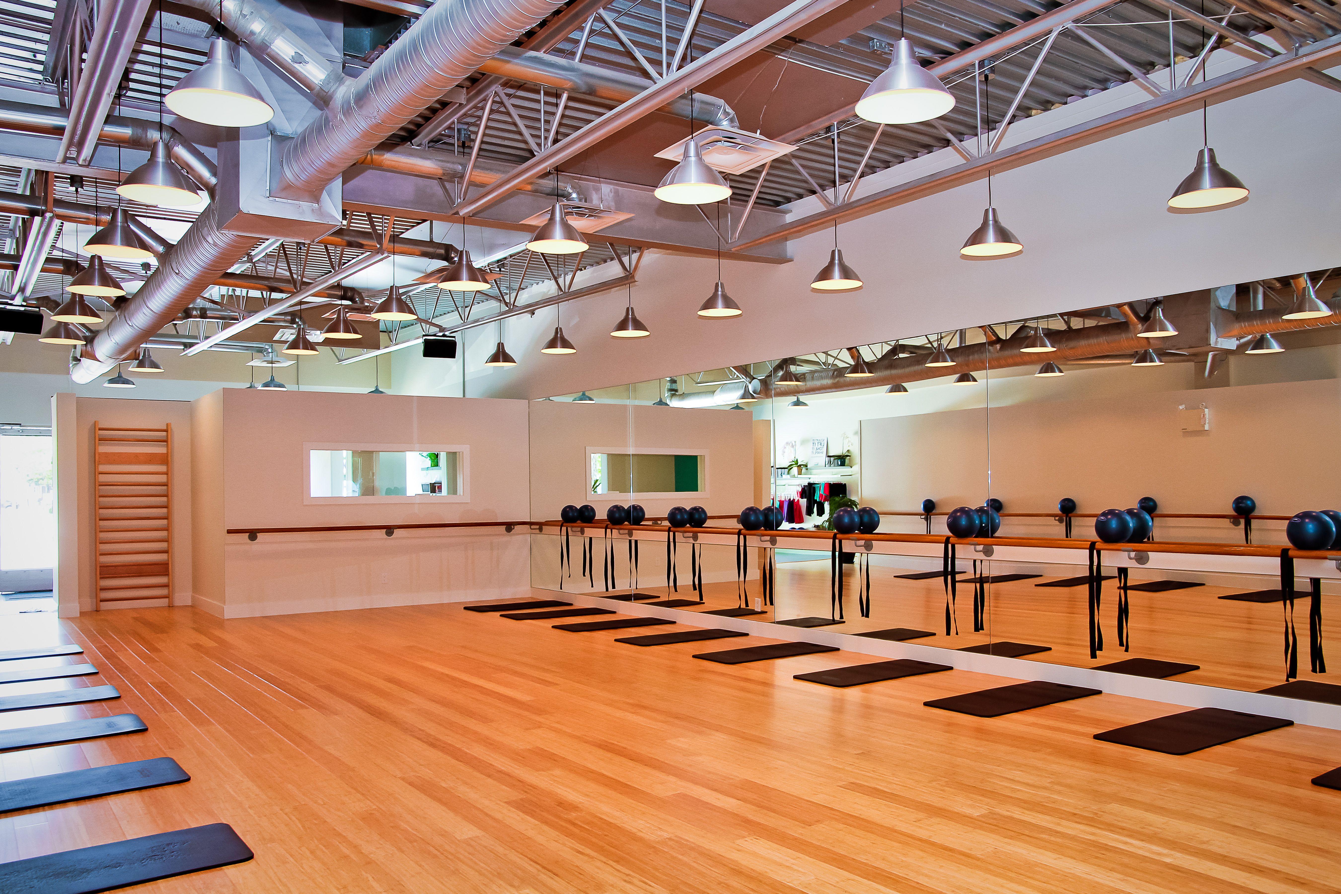 Barre fitness north shore studio bamboo floors ballet