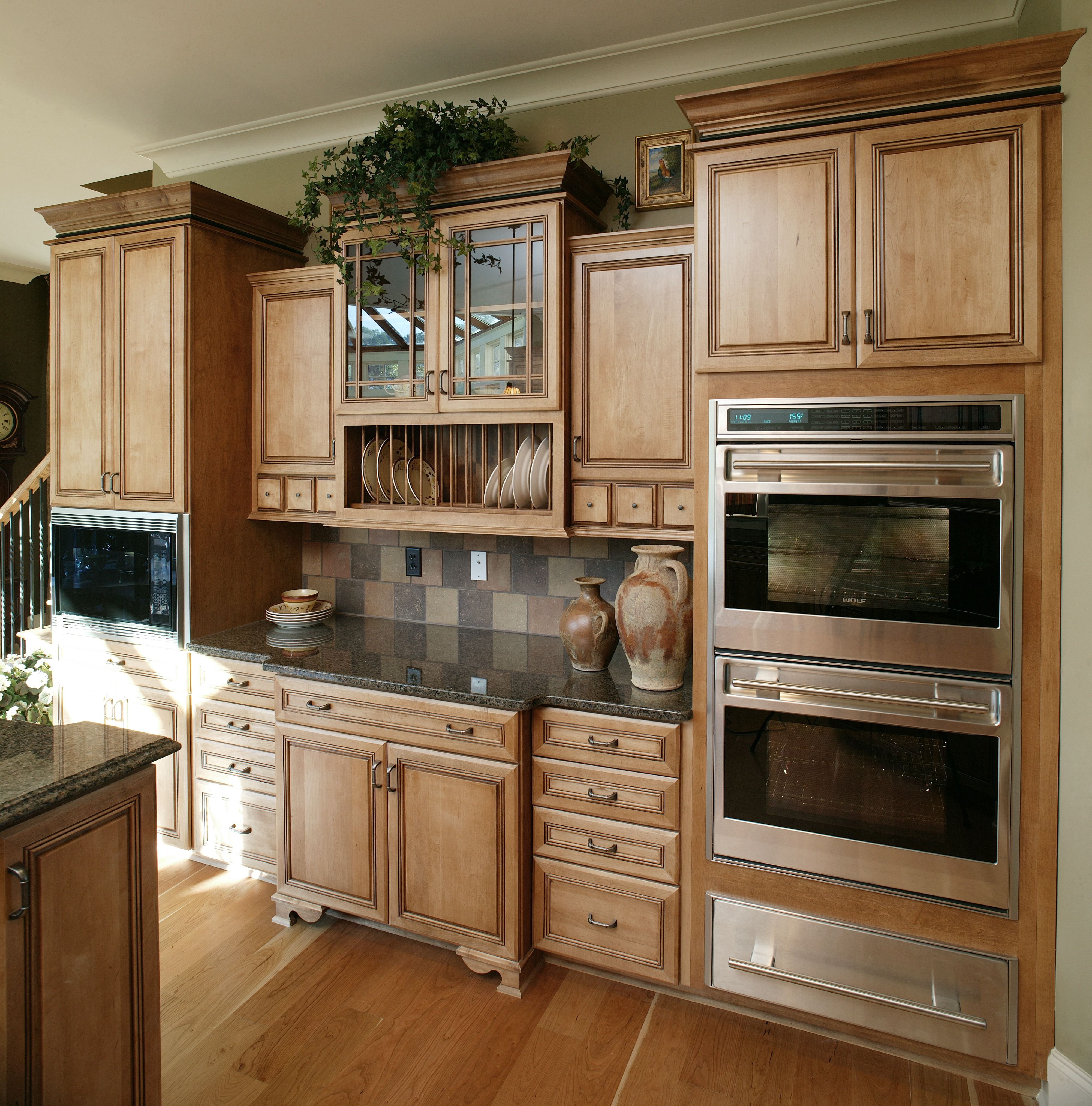 Wood, wood and more wood for this traditional kitchen ...