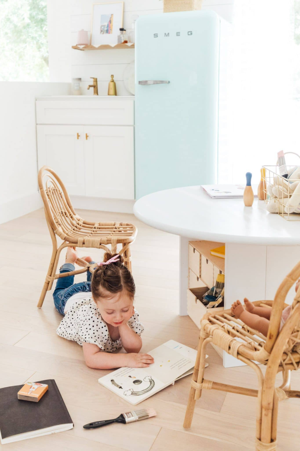 An easy DIY Kids Play Table that's customizable for any age and size and for storing all your little one's little things. #sugarandcloth #Kidsplaytable #Kidsactivitytable #Childrenstable #Ikeakidstable #Kidsarttable #diytable #playroom #kidsdecor
