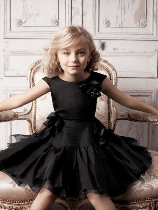 what a joy it would be to have wore this beautiful dress !!! I'm the little princess !!! (Chloe Sissi)