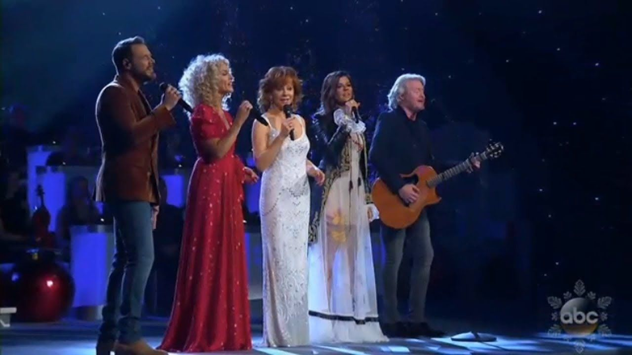 Reba McEntire and Little Big Town sing 'Mary, Did You Know
